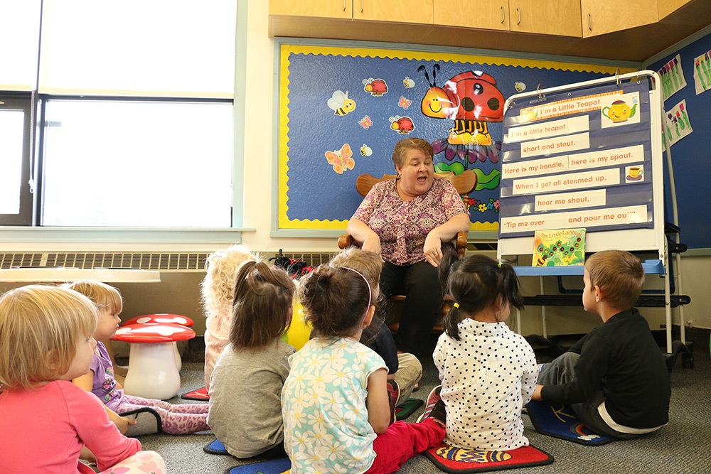 Whitehaven Jayne reading to the children